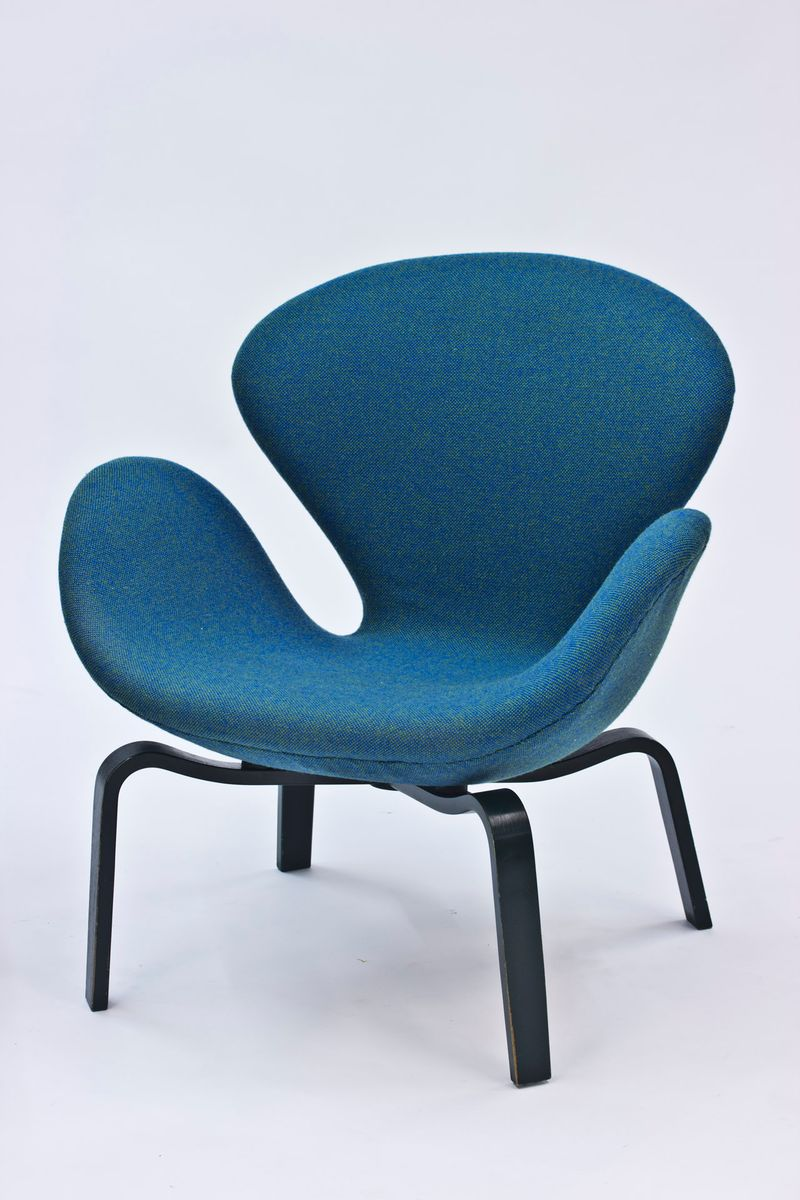 Swan chairs by arne jacobsen for fritz hansen 1969 set for Swan chairs for sale