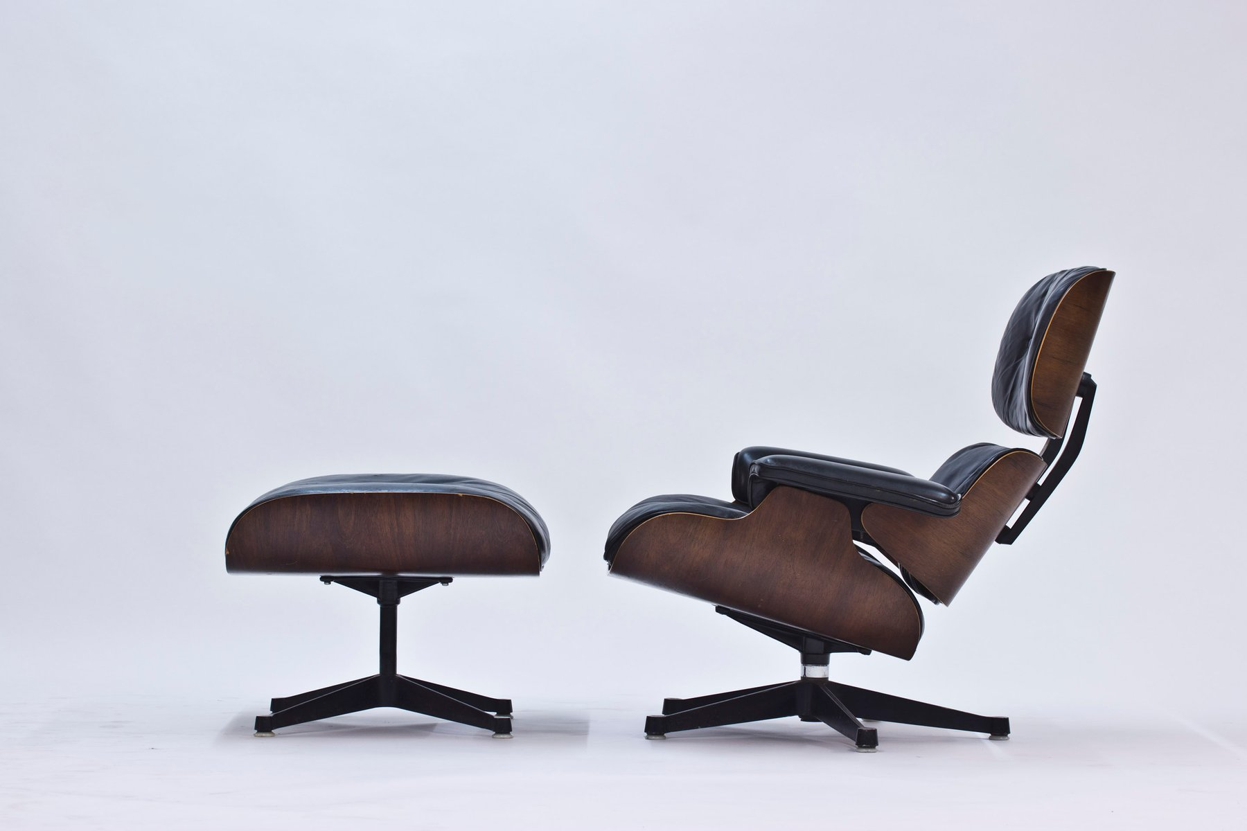 lounge chair and ottoman by charles and ray eames for. Black Bedroom Furniture Sets. Home Design Ideas