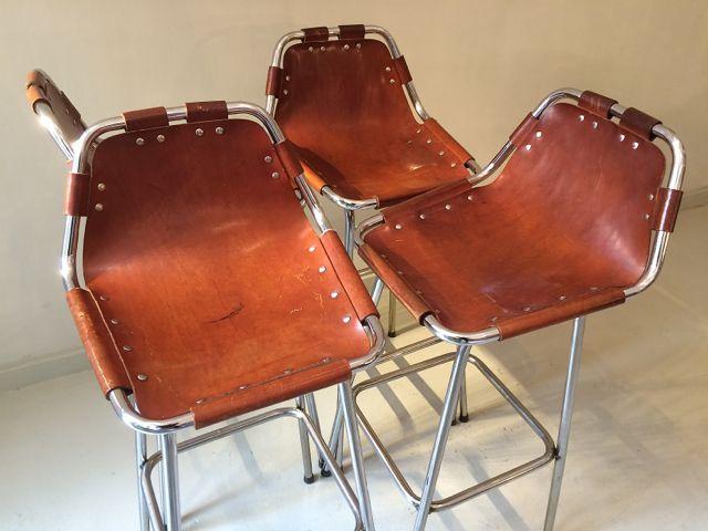 barhocker aus cognacfarbenem leder von charlotte perriand. Black Bedroom Furniture Sets. Home Design Ideas