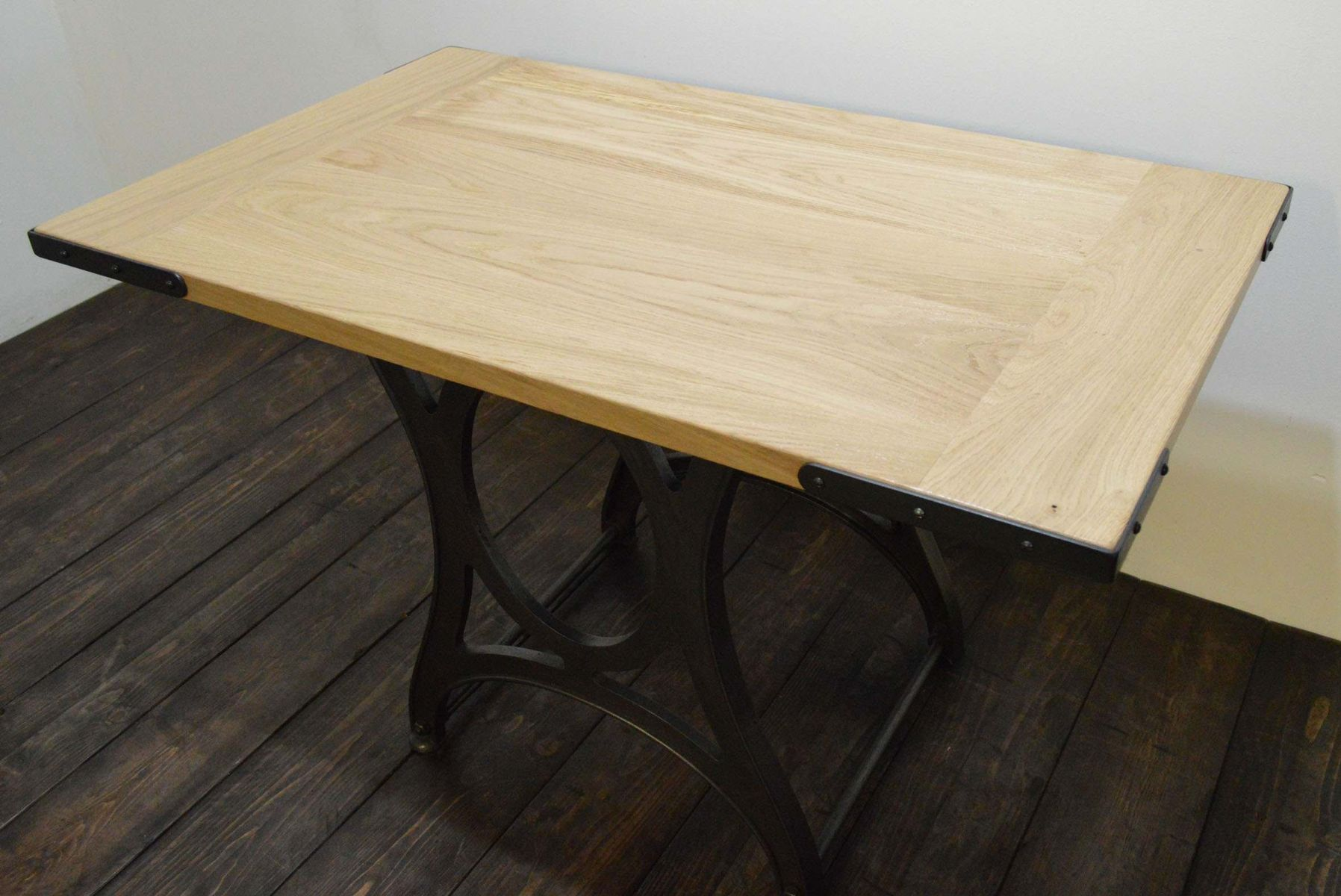 Wonderful image of Vintage Industrial French Oak Table for sale at Pamono with #876731 color and 1797x1200 pixels
