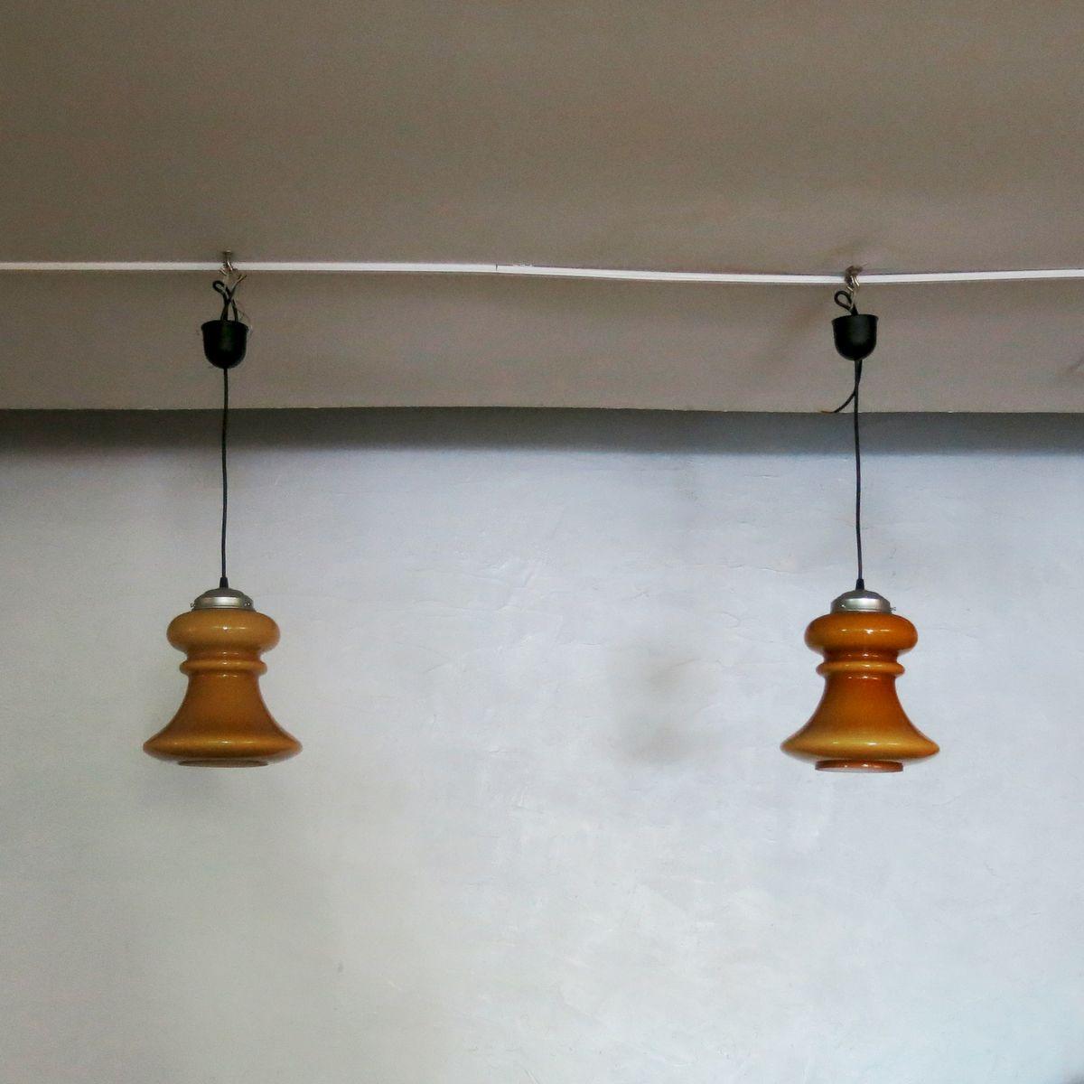 Lampade a sospensione vintage in vetro, anni '60, set di 2 in vendita su Pamono
