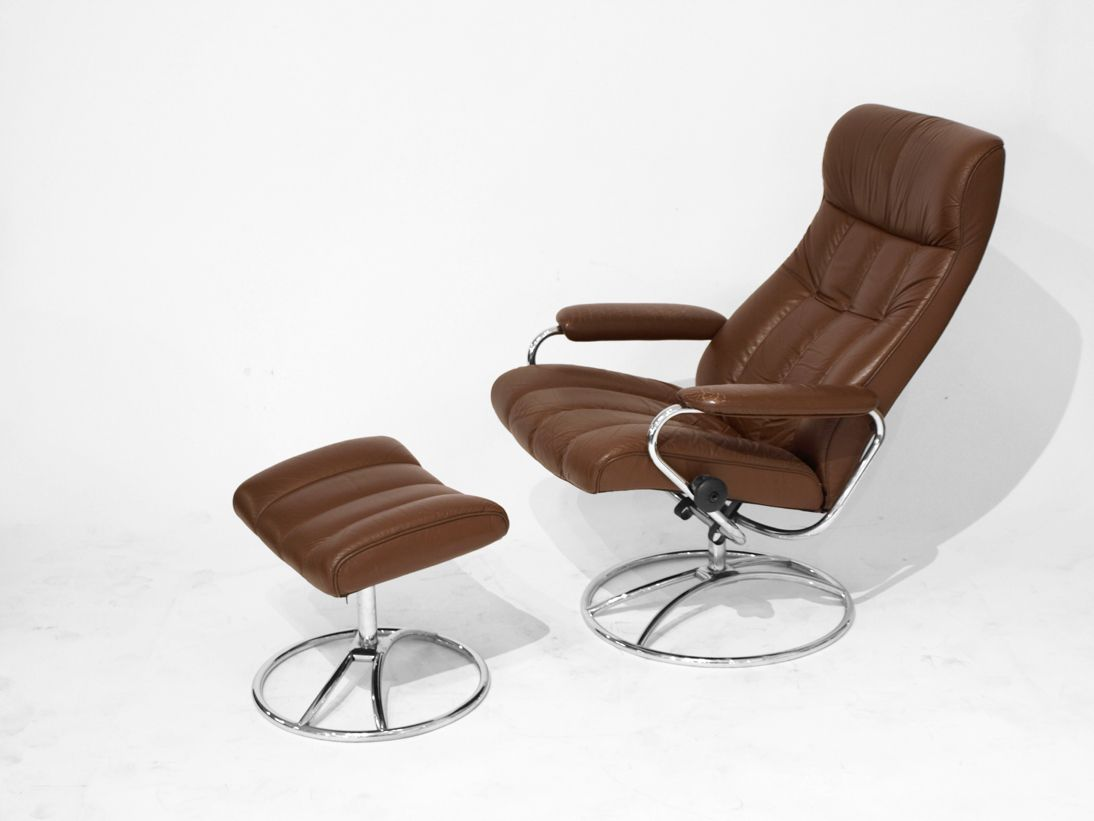 lehnsessel mit fu hocker aus braunem leder von ekornes. Black Bedroom Furniture Sets. Home Design Ideas