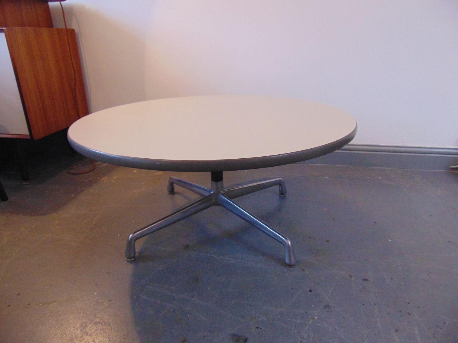 table basse circulaire par charles eames pour herman miller en vente sur pamono. Black Bedroom Furniture Sets. Home Design Ideas