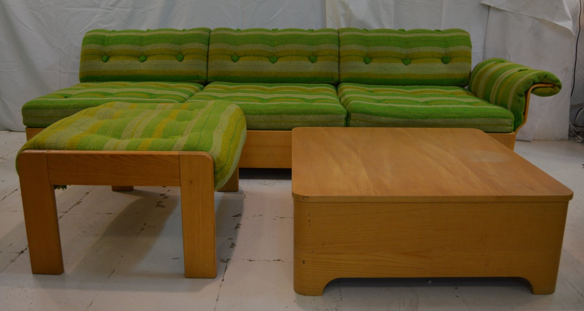 schwedisches vintage 3 sitzer sofa mit beistelltisch und. Black Bedroom Furniture Sets. Home Design Ideas
