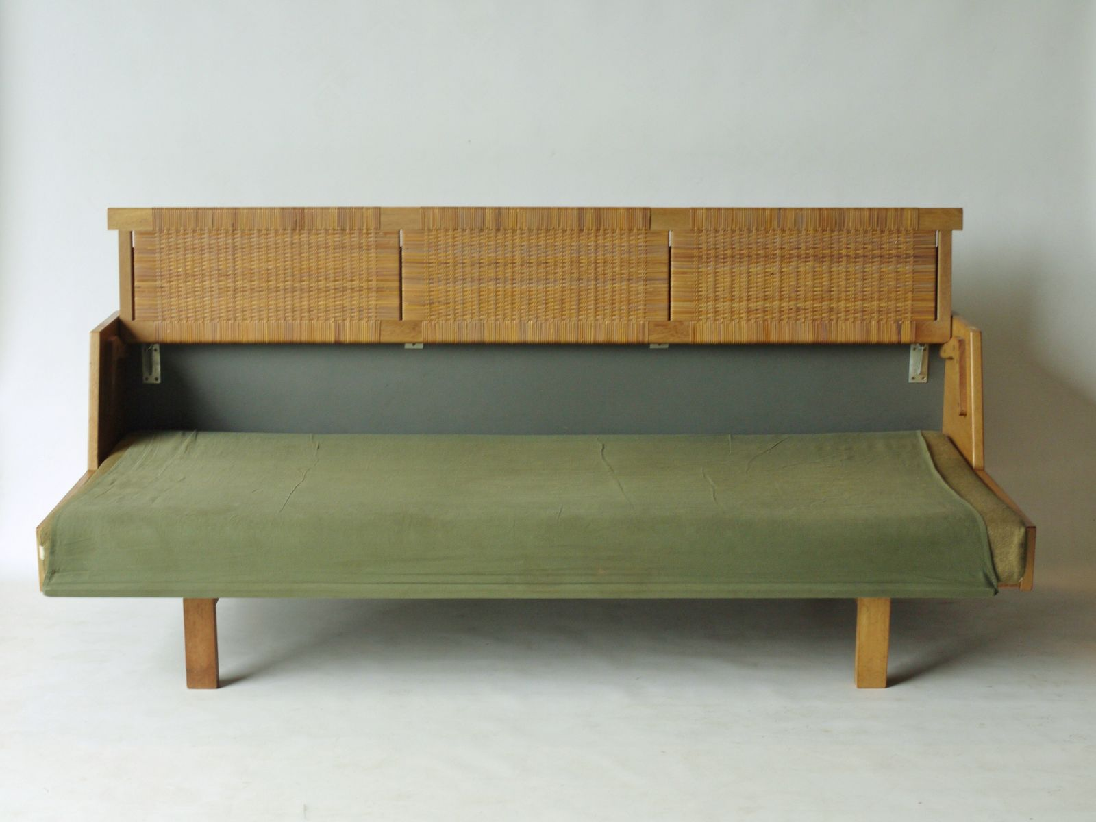 Ge 258 sofa bed by hans wegner for getama 1950s for sale for Sofa bed 50s