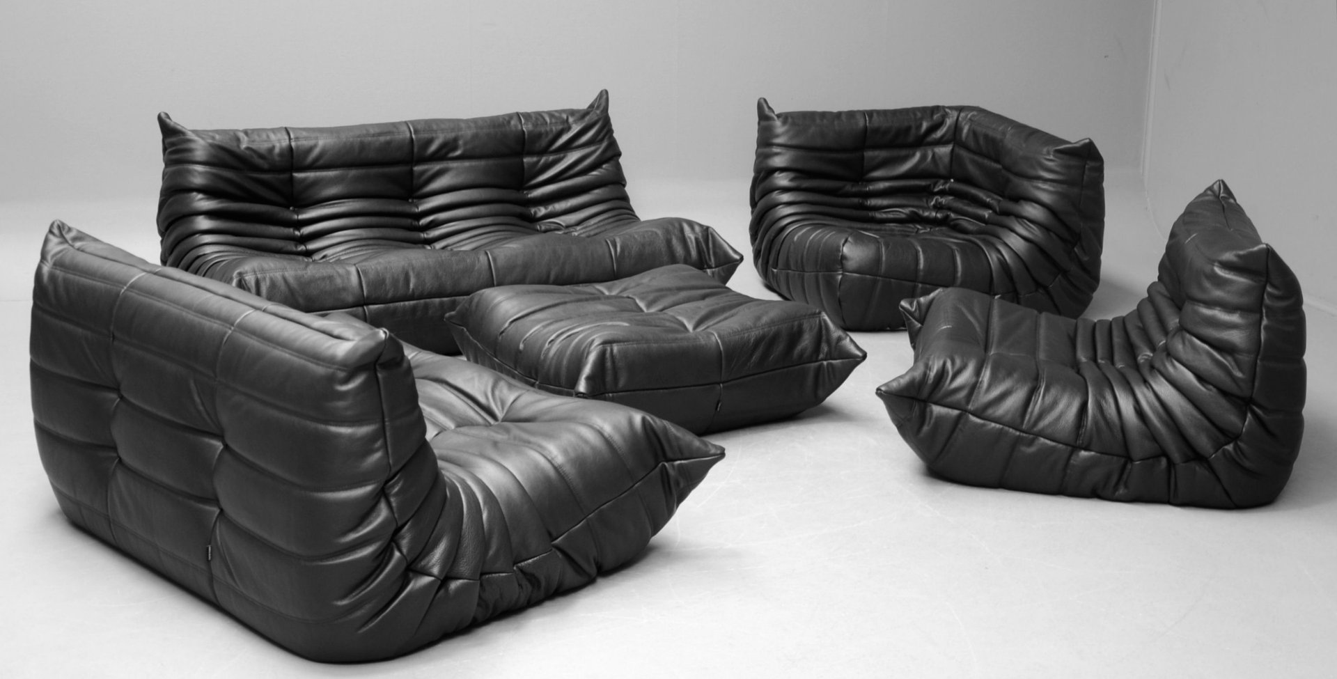 Vintage black leather togo sofa set by michel ducaroy for for Ligne roset canape