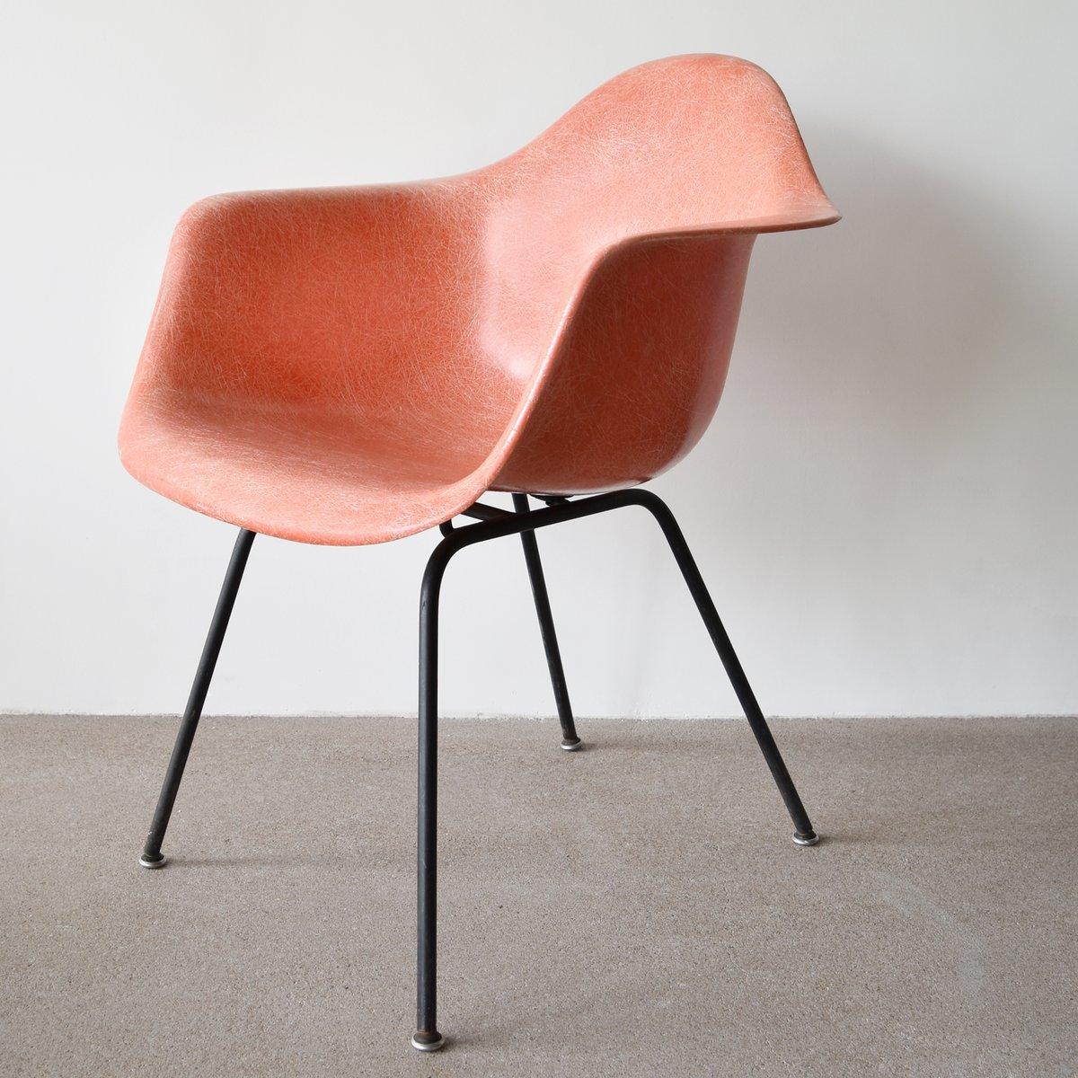 lachsroter dax stuhl von charles und ray eames f r herman. Black Bedroom Furniture Sets. Home Design Ideas