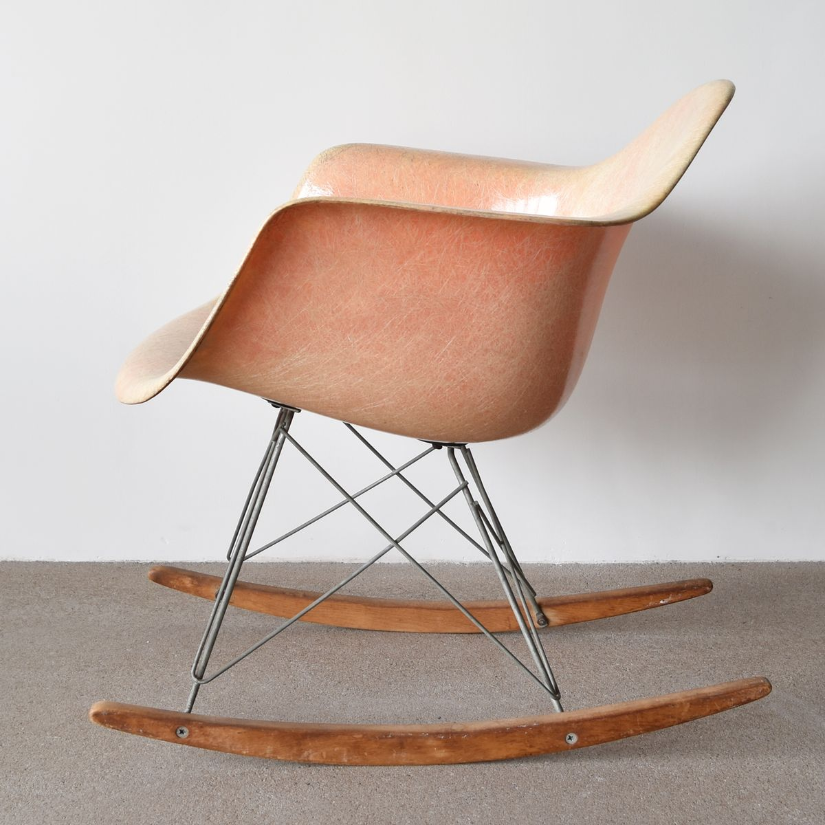 salmon rar chair by charles and ray eames 1952 for sale at pamono. Black Bedroom Furniture Sets. Home Design Ideas