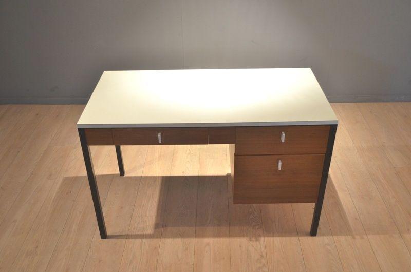 cm223 schreibtisch aus laminat und teakholz von pierre. Black Bedroom Furniture Sets. Home Design Ideas