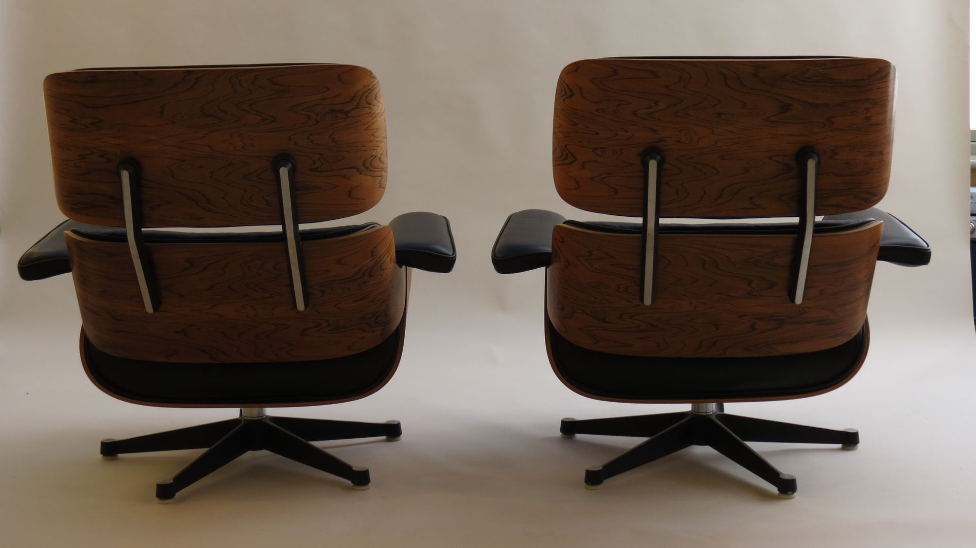 Lounge chairs 670 and ottoman 671 set by charles ray for Mobilier