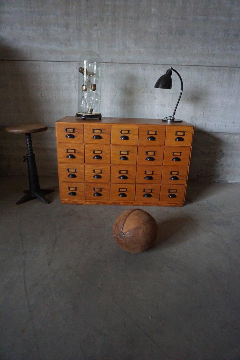industrieller kiefernholz werkstatt schubladenschrank bei. Black Bedroom Furniture Sets. Home Design Ideas