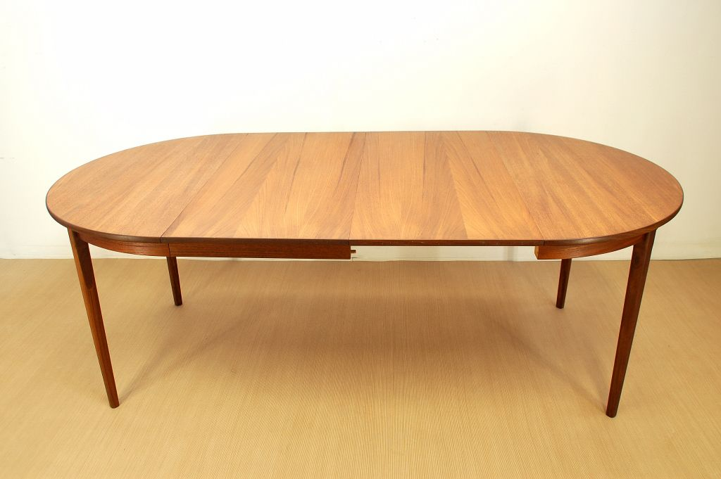vintage danish round extendable dining table for sale at pamono