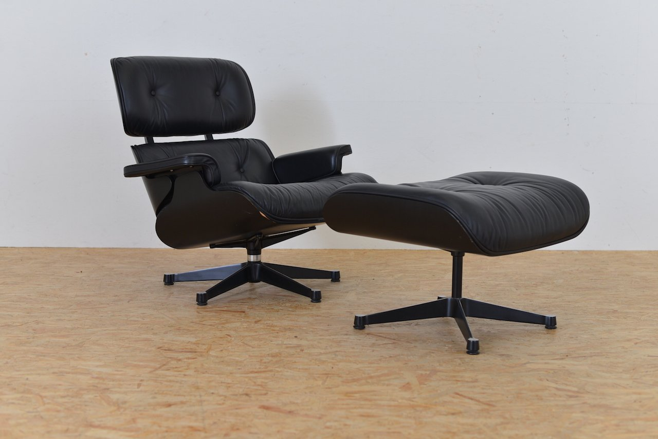 eames lounge sessel mit hocker von charles ray eames f r vitra 1950er bei pamono kaufen. Black Bedroom Furniture Sets. Home Design Ideas