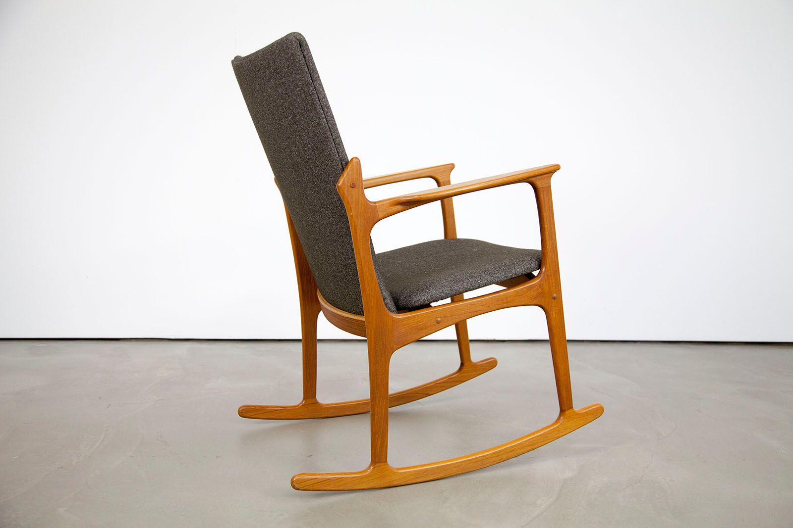 d nischer moderner teakholz schaukelstuhl von vamdrup bei. Black Bedroom Furniture Sets. Home Design Ideas