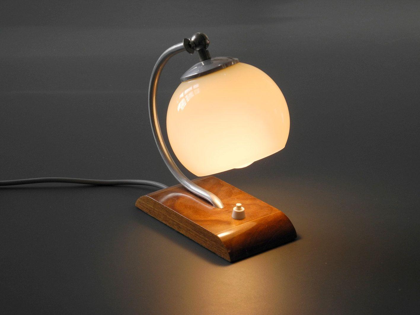 kleine art deco tischlampe mit milchglas lampenschirm bei. Black Bedroom Furniture Sets. Home Design Ideas