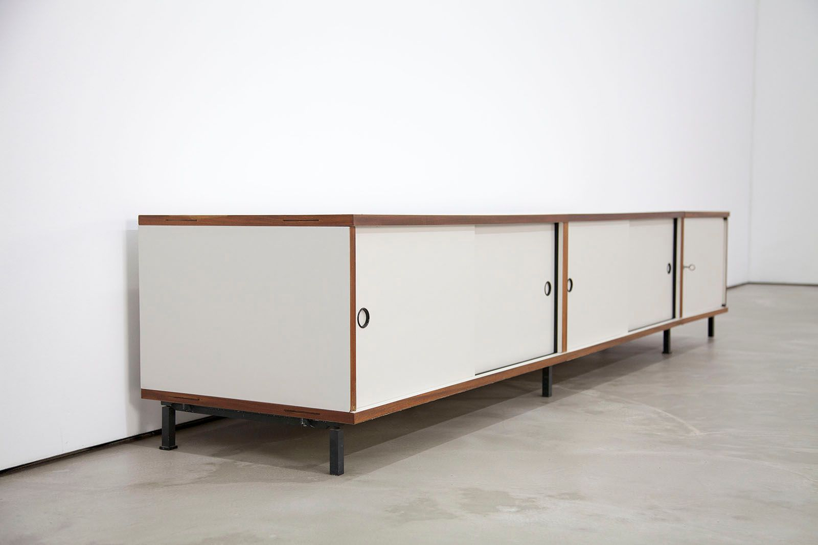 m125 langes sideboard von hans gugelot f r bofinger 1956 bei pamono kaufen. Black Bedroom Furniture Sets. Home Design Ideas