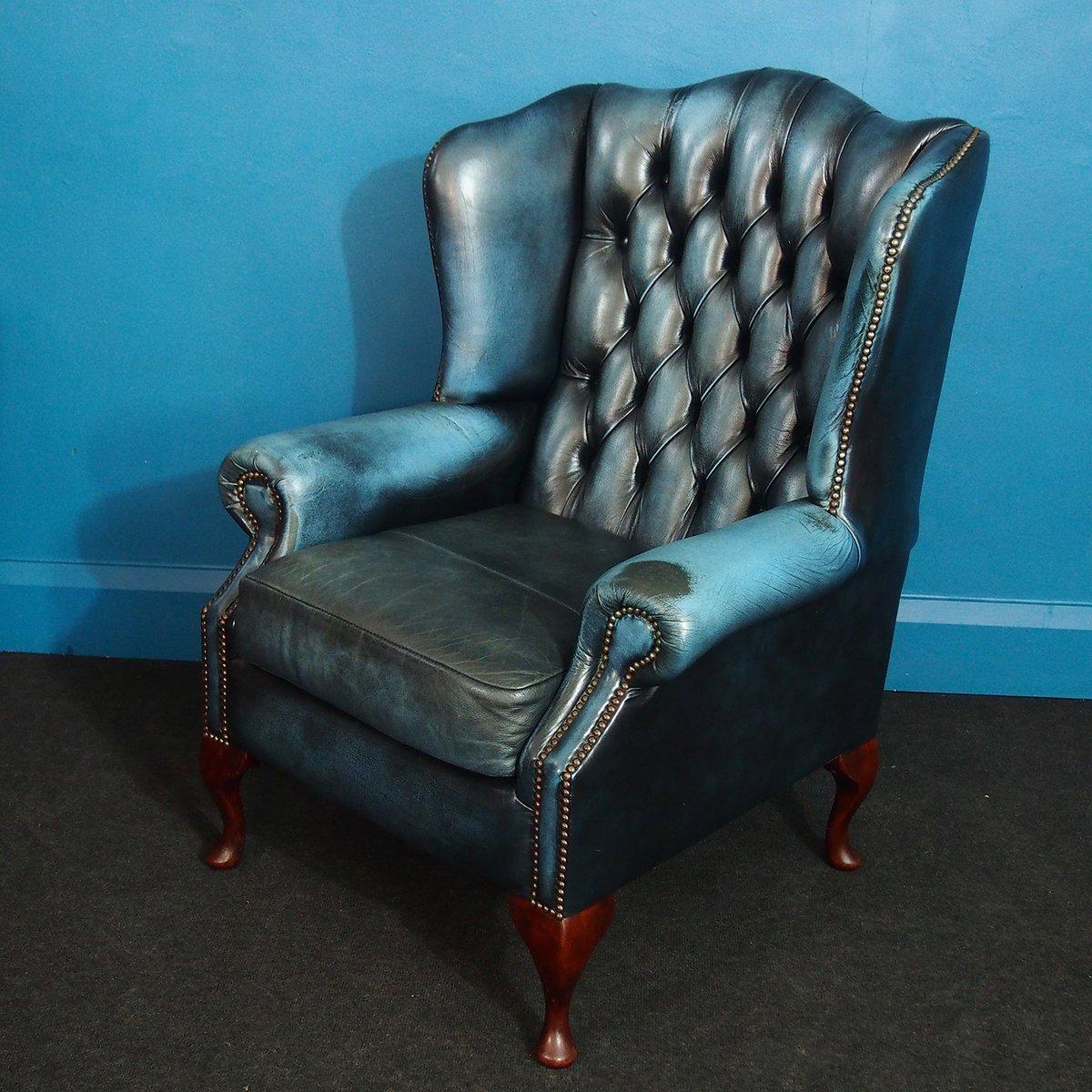 britischer vintage queen anne chesterfield sessel mit fu hocker bei pamono kaufen. Black Bedroom Furniture Sets. Home Design Ideas
