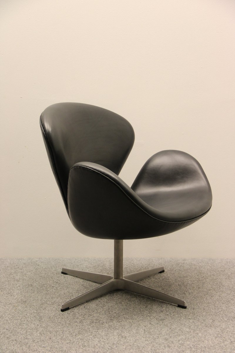 Vintage swan chair by arne jacobsen for fritz hansen for for Arne jacobsen nachbau