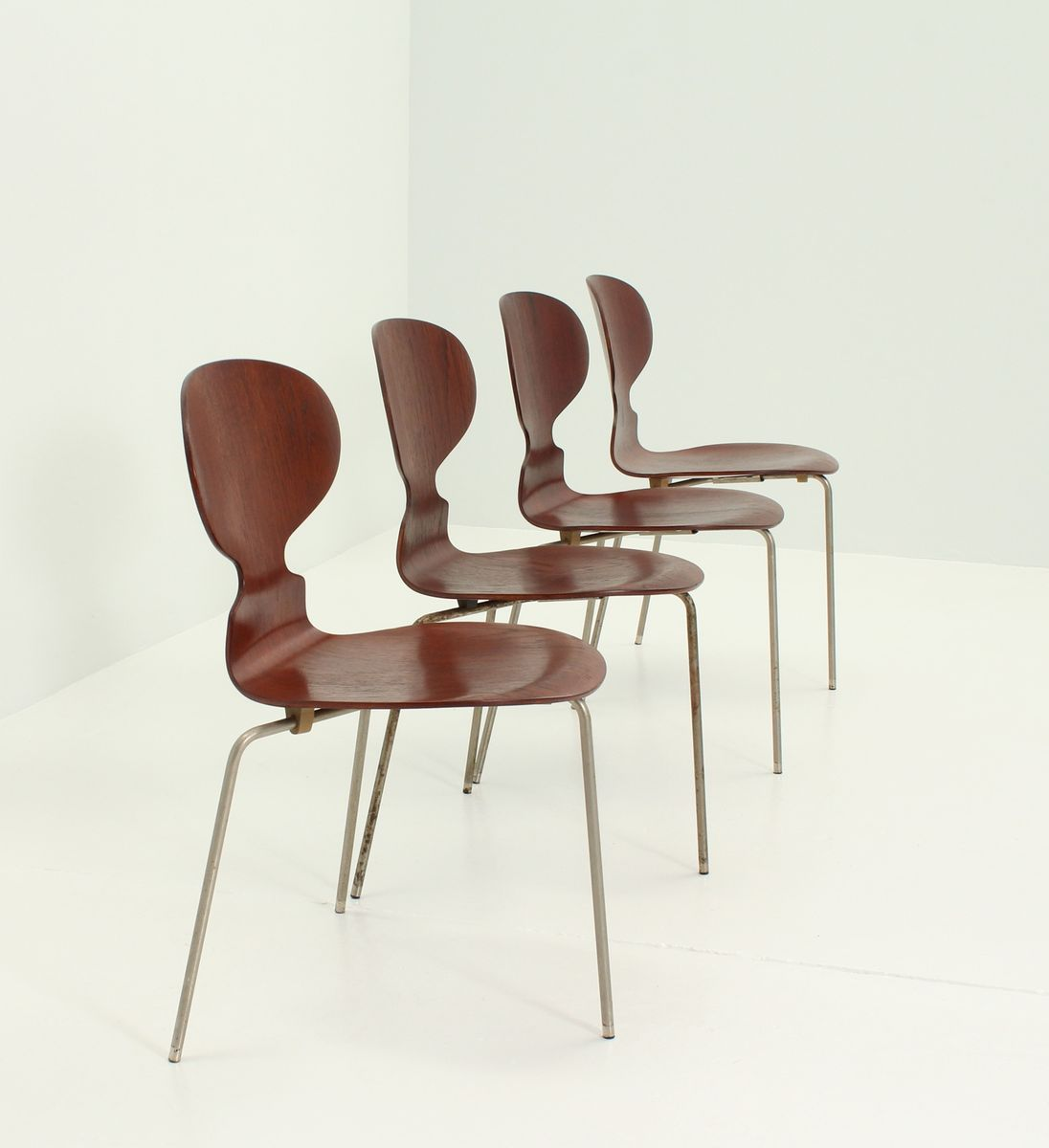 early ant chairs by arne jacobsen for fritz hansen 1950s set of 4 for sale at pamono. Black Bedroom Furniture Sets. Home Design Ideas