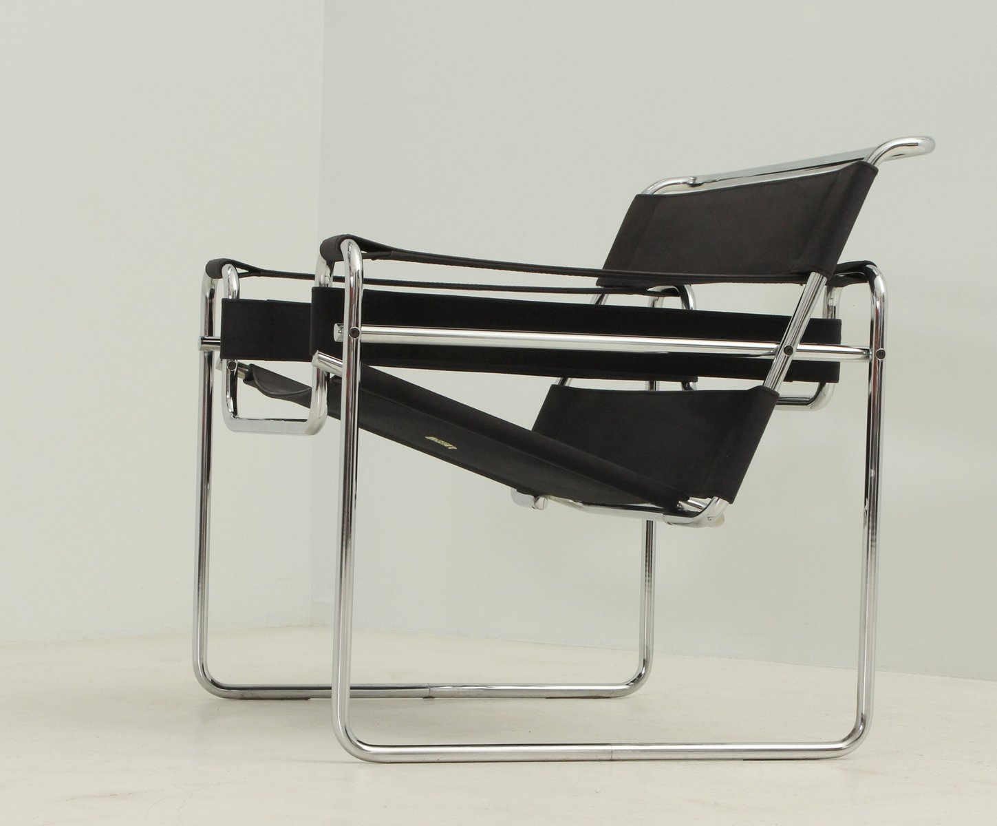 schwarzer wassily stuhl von marcel breuer f r gavina bei. Black Bedroom Furniture Sets. Home Design Ideas