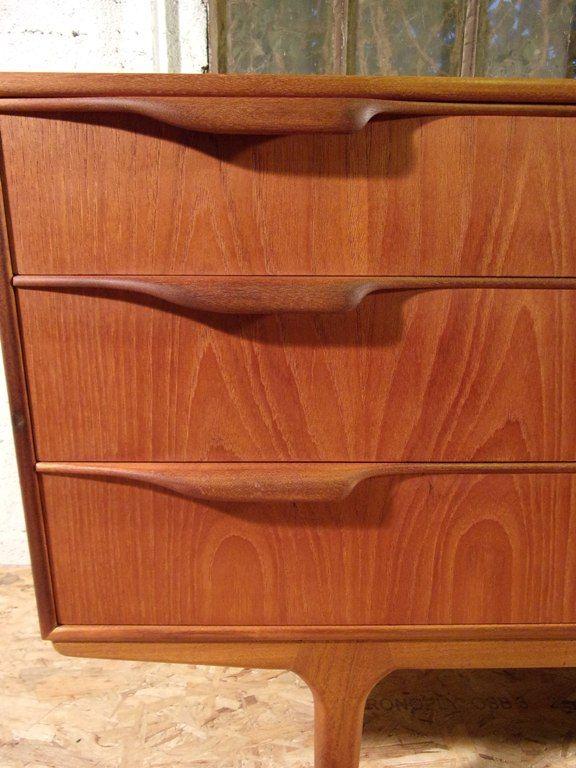 kleines sideboard im skandinavischen stil von mac intosh. Black Bedroom Furniture Sets. Home Design Ideas