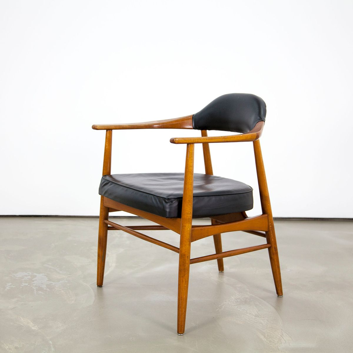Mid century modern walnut armchair for sale at pamono for Mid century modern armchairs
