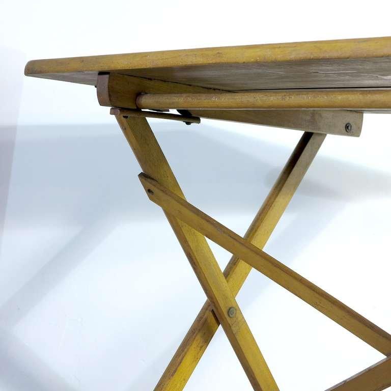 industrieller zusammenklappbarer tisch aus holz, 1930er bei pamono, Esszimmer dekoo
