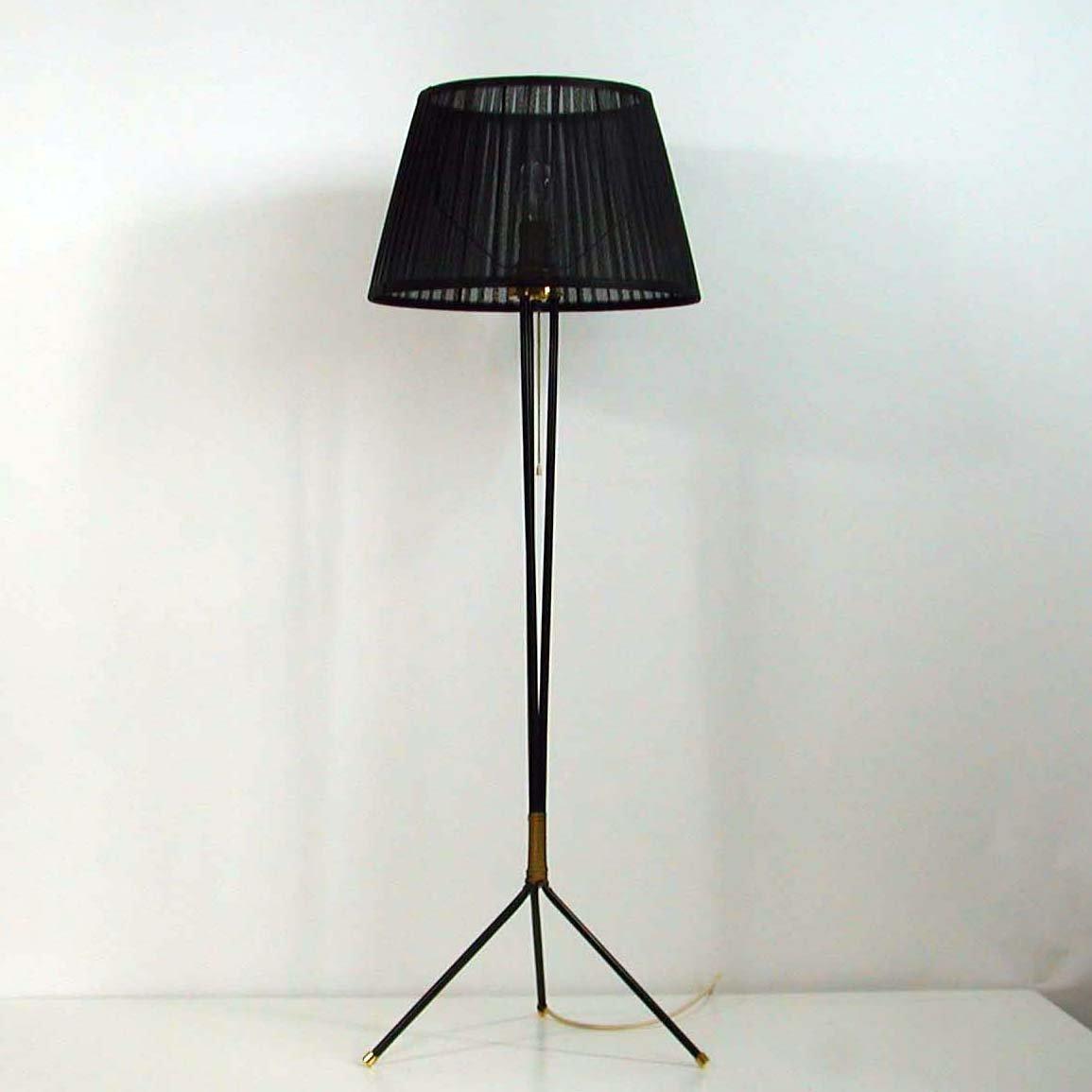 schwarze dreifu stehlampe 1950er bei pamono kaufen. Black Bedroom Furniture Sets. Home Design Ideas
