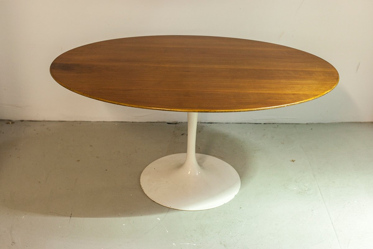 table basse ovale par eero saarinen pour knoll. Black Bedroom Furniture Sets. Home Design Ideas