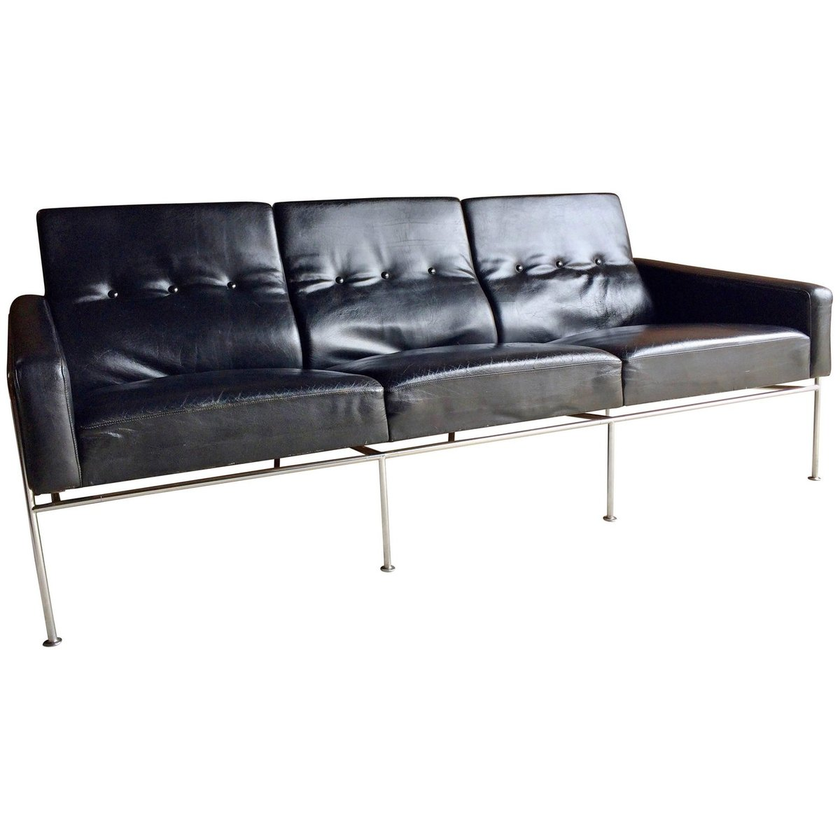 3300 three seater sofa in black leather by arne jacobsen for fritz hansen 1960s for sale at pamono. Black Bedroom Furniture Sets. Home Design Ideas