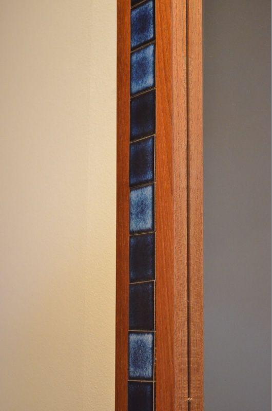 wandspiegel mit blauer keramik verzierung 1960er bei pamono kaufen. Black Bedroom Furniture Sets. Home Design Ideas