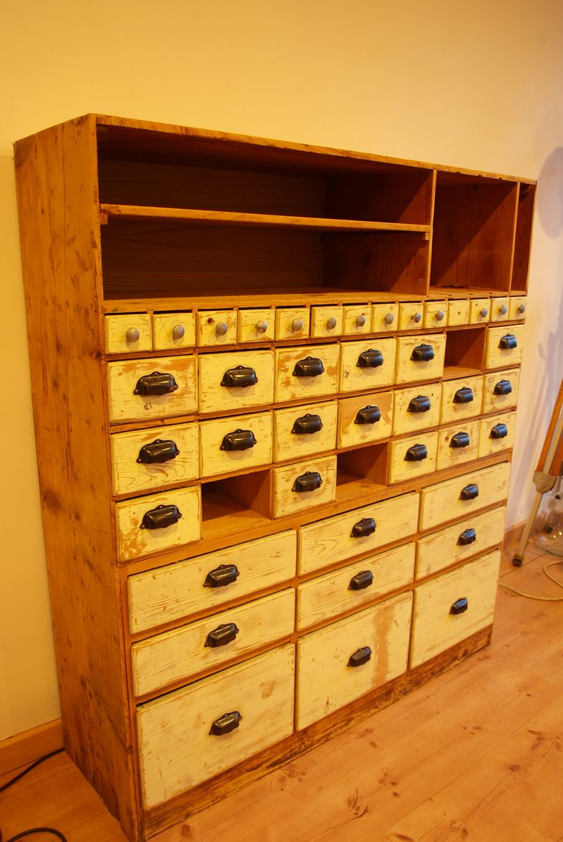 industrieller vintage werkstattschrank mit schubladen bei pamono kaufen. Black Bedroom Furniture Sets. Home Design Ideas