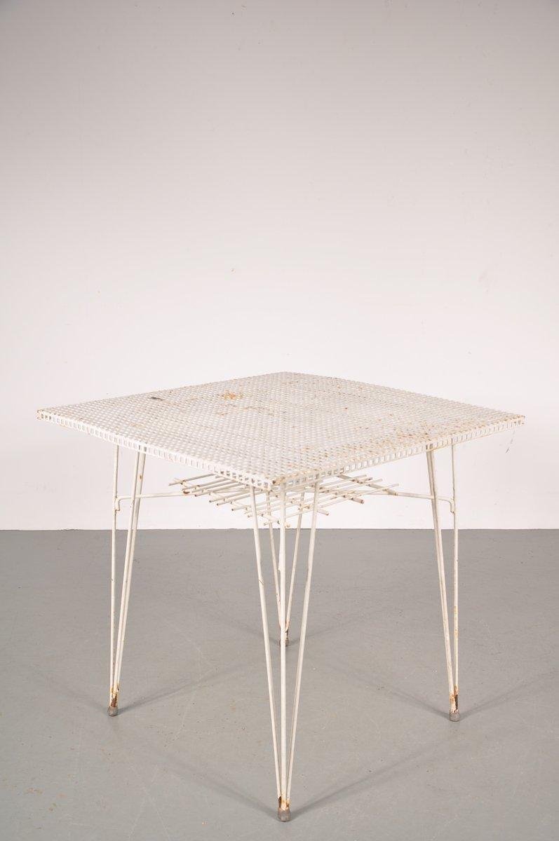 wei er perforierter esstisch aus metall 1950er bei pamono. Black Bedroom Furniture Sets. Home Design Ideas