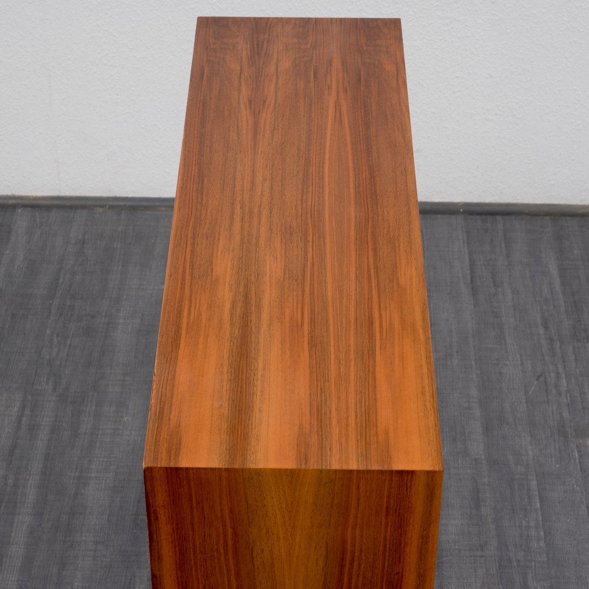 nussholz highboard mit farbigen schrankt ren 1960er bei pamono kaufen. Black Bedroom Furniture Sets. Home Design Ideas