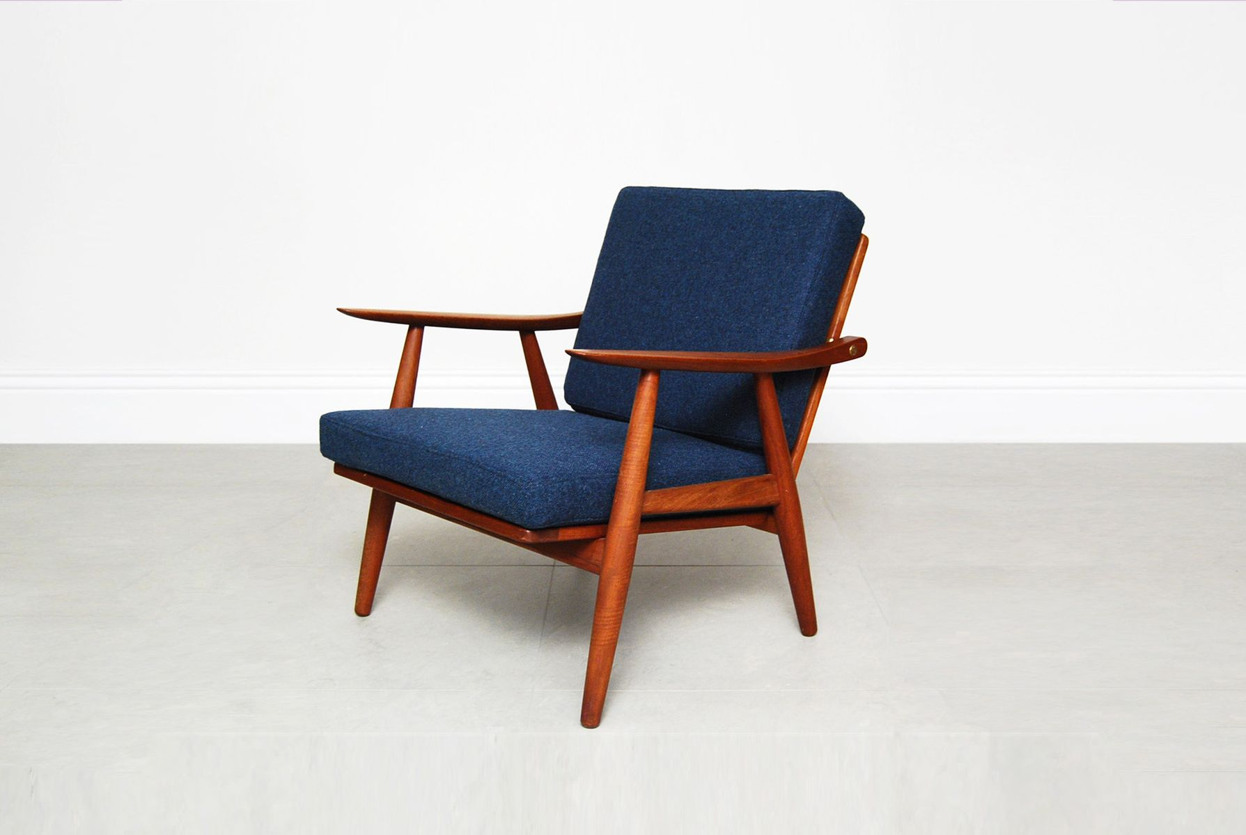 Blue GE 270 Lounge Chair by Hans Wegner for Getama for sale at Pamono