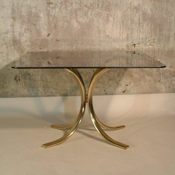 vintage messing tisch mit rauchglas tischplatte bei pamono kaufen. Black Bedroom Furniture Sets. Home Design Ideas