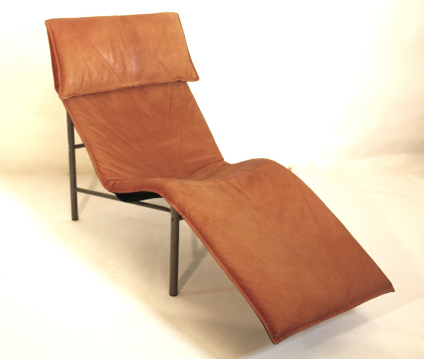 Brown leather chaise longue by tord bjorklund 1970s for for Brown chaise longue