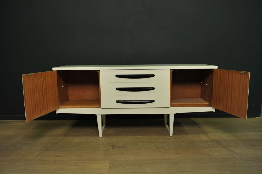 schwarz wei lackiertes sideboard 1960er bei pamono kaufen. Black Bedroom Furniture Sets. Home Design Ideas