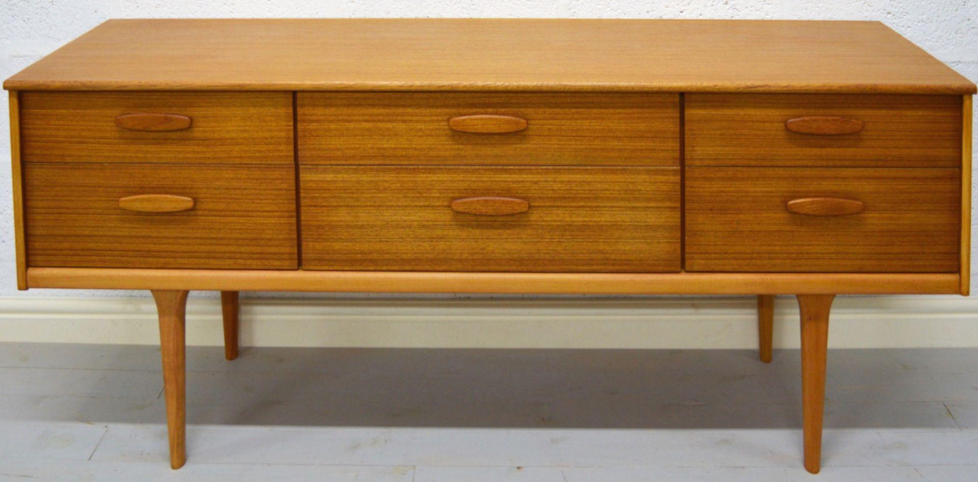 vintage kommode aus hellem teakholz bei pamono kaufen. Black Bedroom Furniture Sets. Home Design Ideas