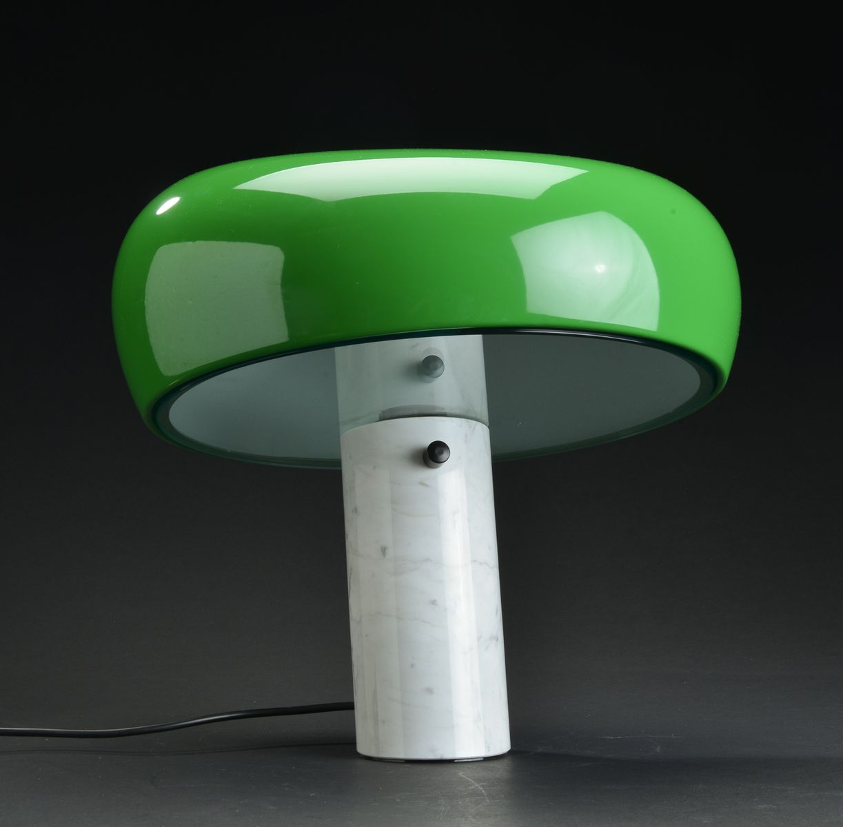 green white snoopy table lamp by achille pier giacomo. Black Bedroom Furniture Sets. Home Design Ideas