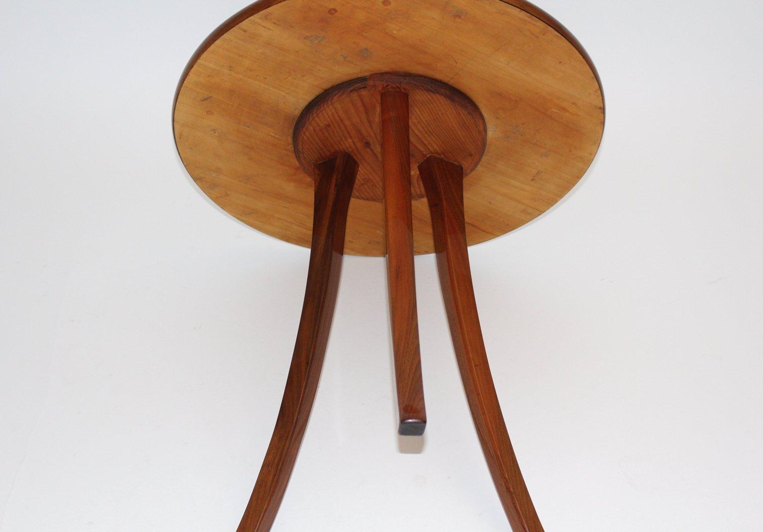 Table basse trois pieds art d co par josef frank pour for Table basse trois pieds