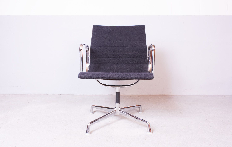 modell ea 108 stuhl von charles ray eames f r vitra bei. Black Bedroom Furniture Sets. Home Design Ideas
