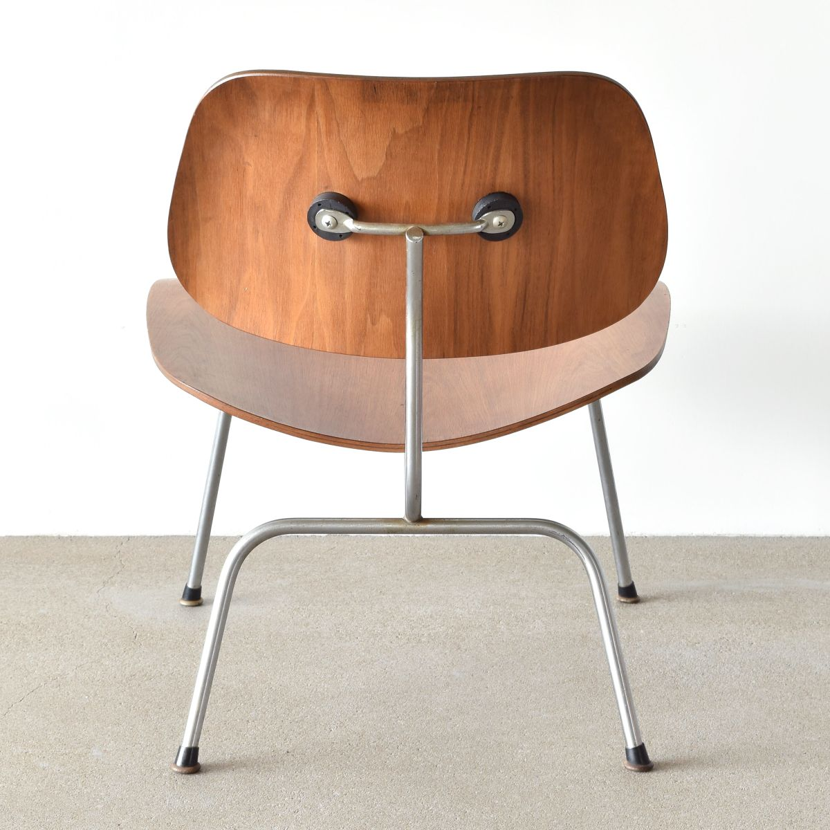 lcm chair by charles and ray eames for herman miller 1954. Black Bedroom Furniture Sets. Home Design Ideas