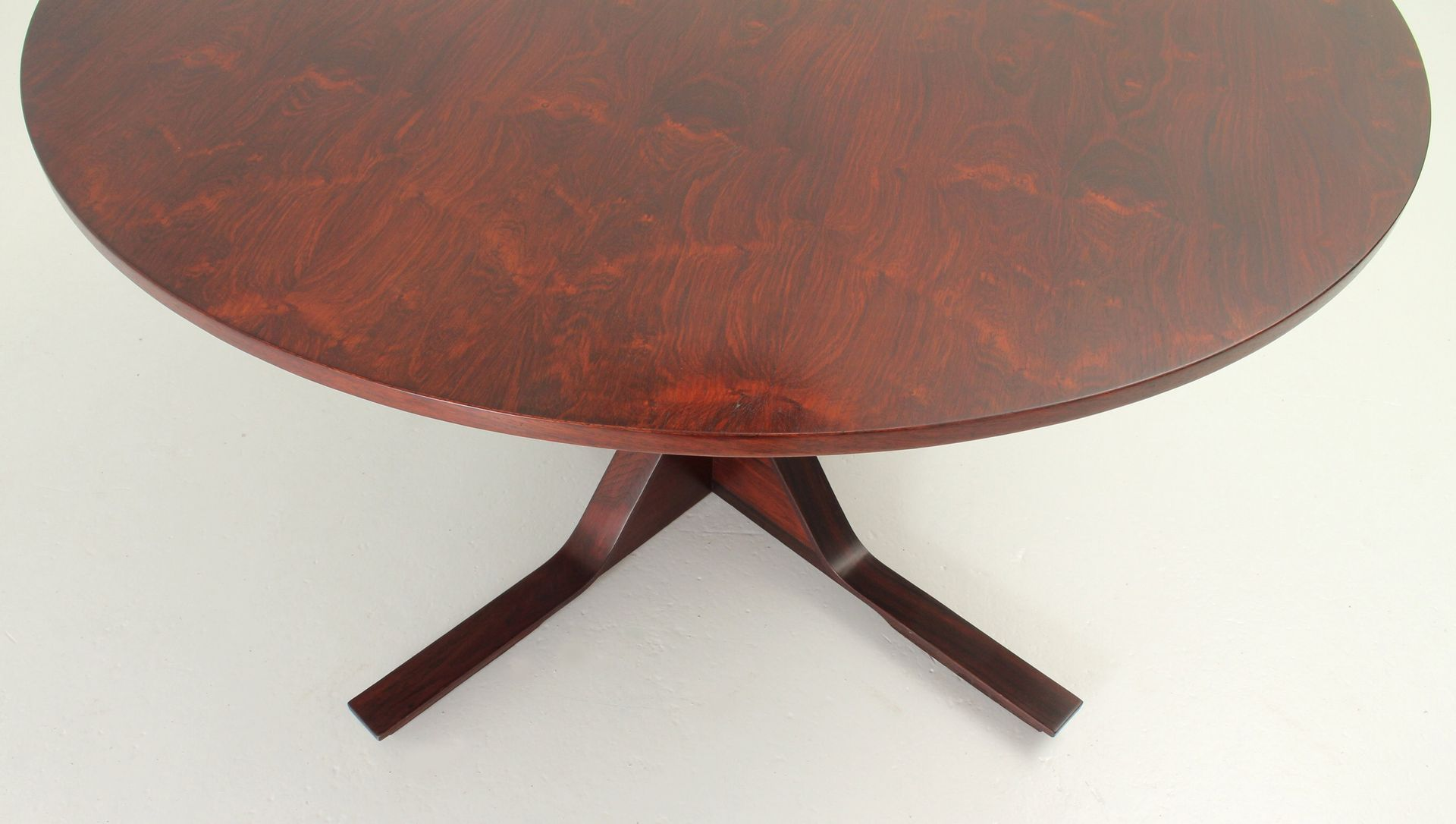 round dining table by gianfranco frattini for bernini 1960s for sale