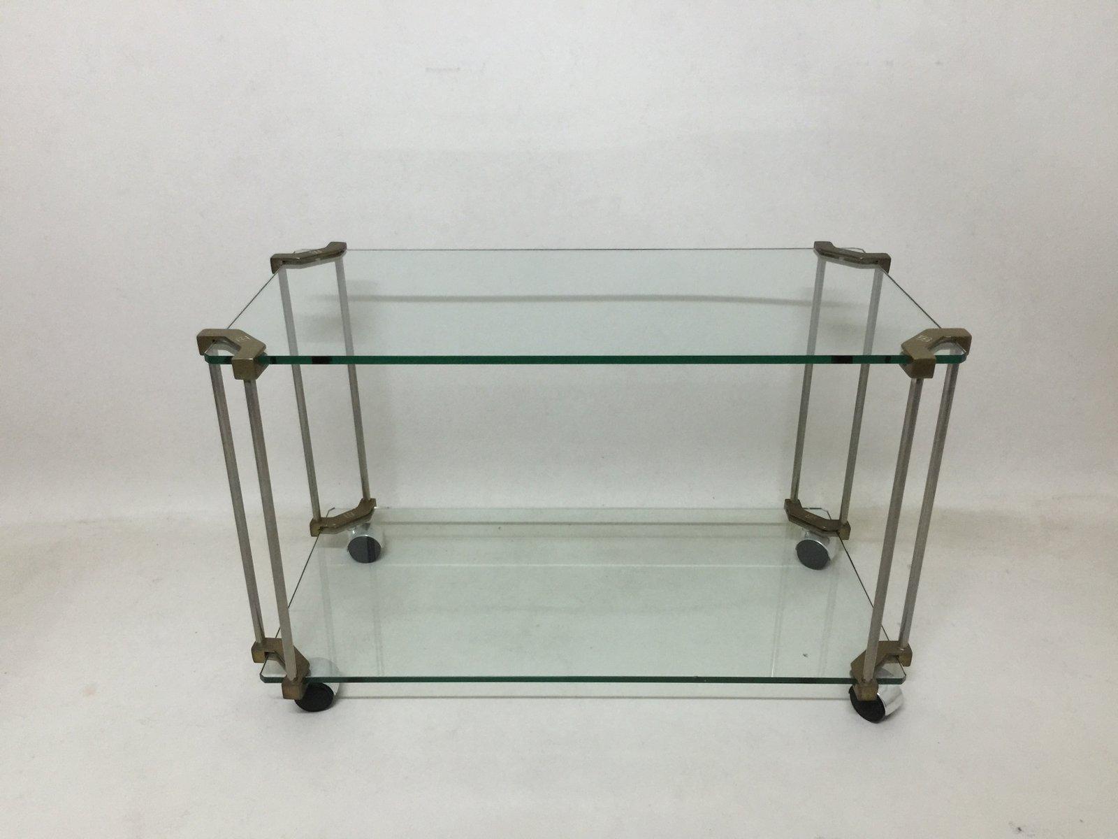 Table d 39 appoint en laiton et verre sur roulettes par peter for Table d appoint verre