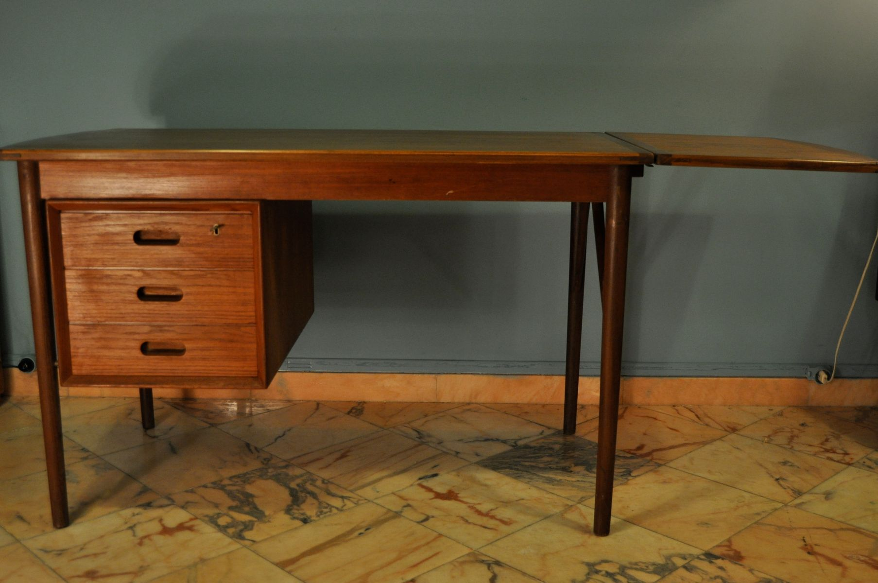 ausklappbarer schreibtisch aus skandinavien 1950er bei pamono kaufen. Black Bedroom Furniture Sets. Home Design Ideas