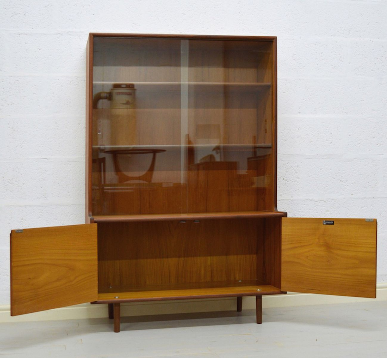 biblioth que vintage portes vitr es en teck et en verre par turnidge 1960s en vente sur pamono. Black Bedroom Furniture Sets. Home Design Ideas