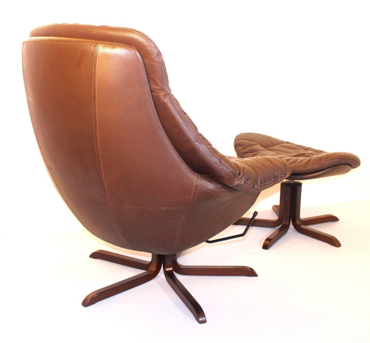 leder lounge sessel mit fu hocker von h w klein 1970er. Black Bedroom Furniture Sets. Home Design Ideas