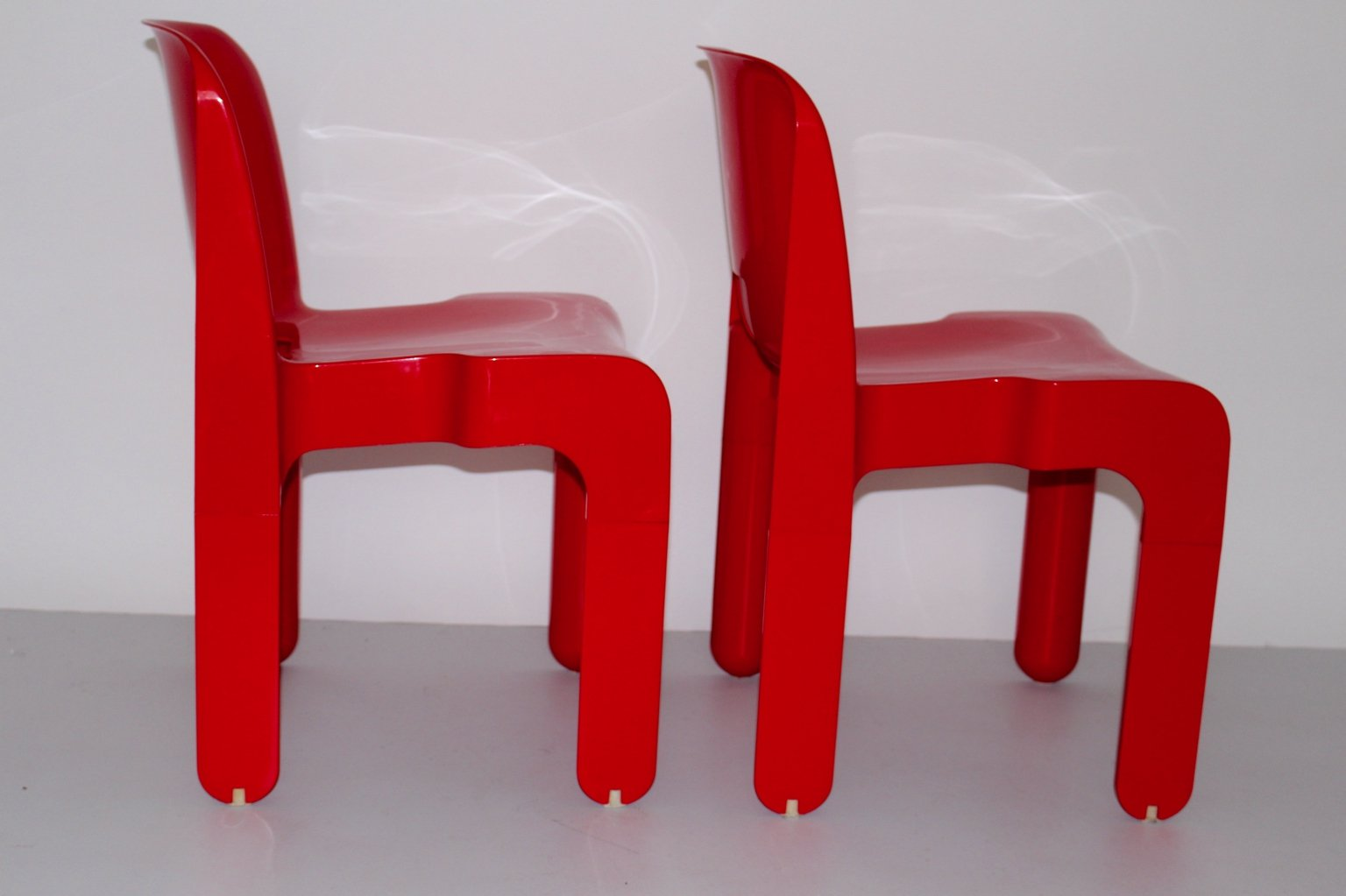 Model 4860 universale plastic chairs by joe colombo for for Kartell plastic chair