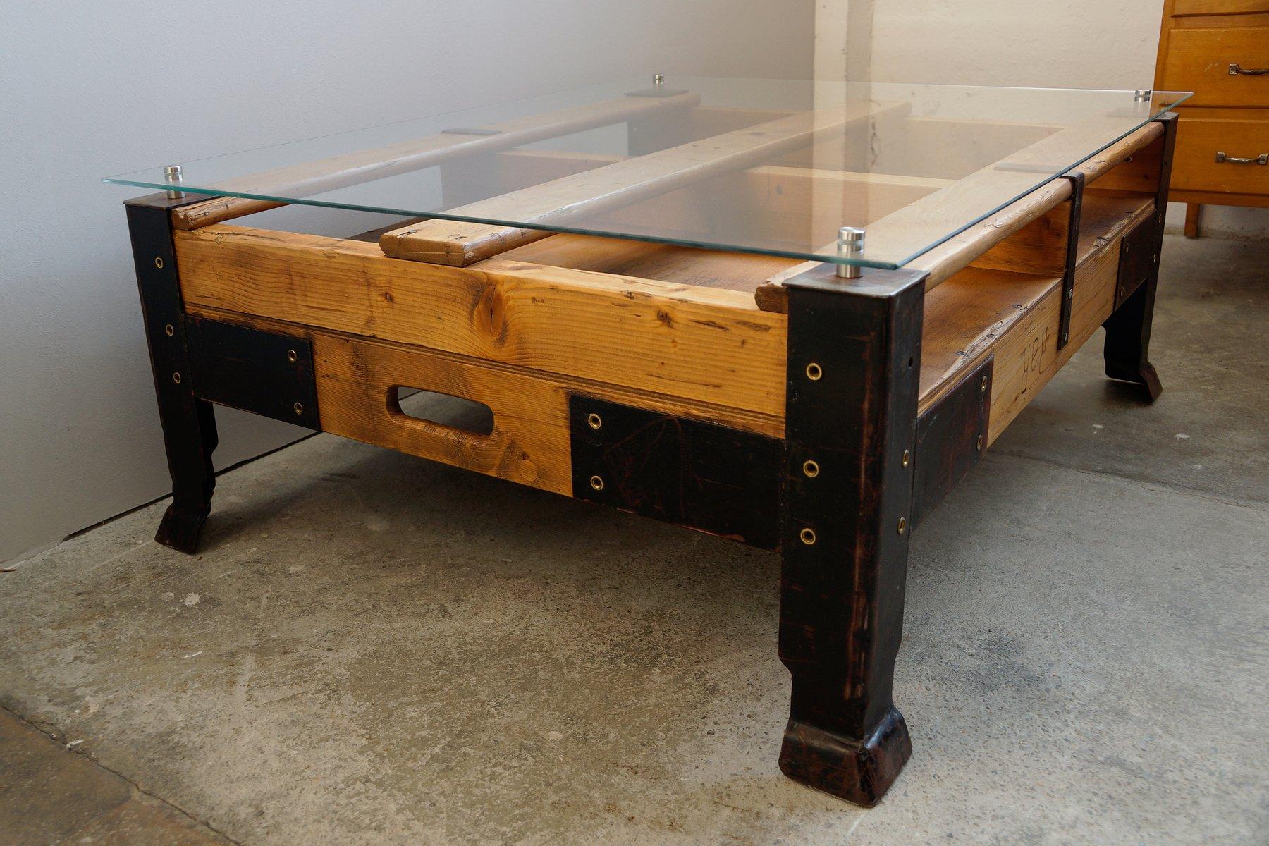 Table basse palette industrielle avec dessus en verre en - Table de salon industrielle ...